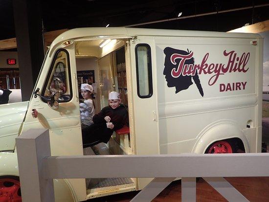 Turkey Hill Experience : Turkey Hill milk truck