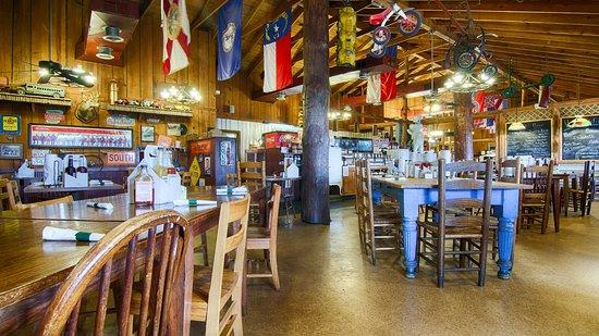 มอนทีเกิล, เทนเนสซี: Cozy Dining room, lots to look at while you're here.