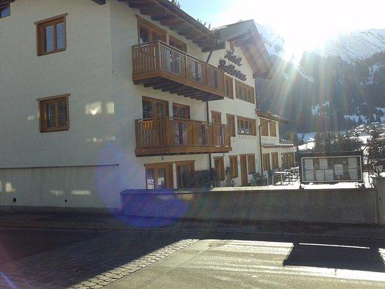 Riezlern, Østrig: Hauptgebäude mit Speisesaal, Empfang, Bar und Terrasse