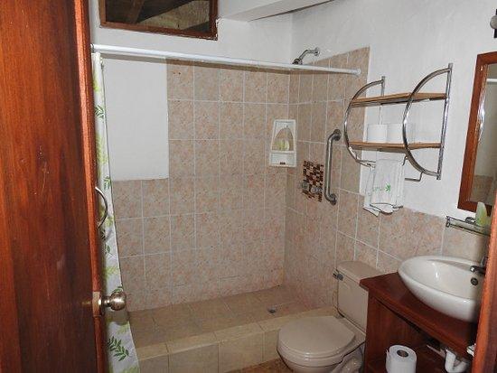 Samai Ocean View Lodge Spa: Shower room