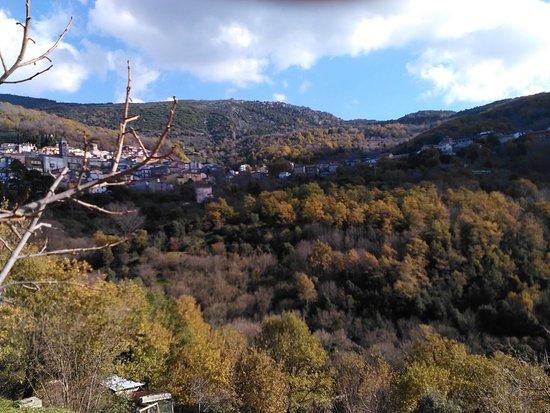 Aritzo, Italia: panorama del paese