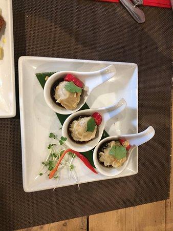 Giggling Squid Salisbury: Pork dumplings, sleeping duck, chilli squid .. really was very good.
