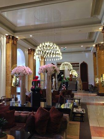 Hôtel Barrière Le Majestic Cannes: Лобби