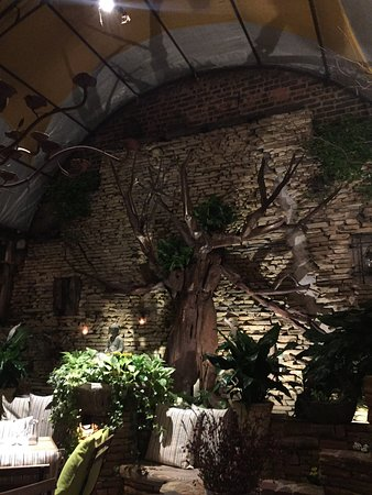 Le Petit Cafe: Zen-Like Paradise