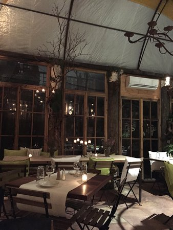 Le Petit Cafe: More candles, Branches and Tranquility