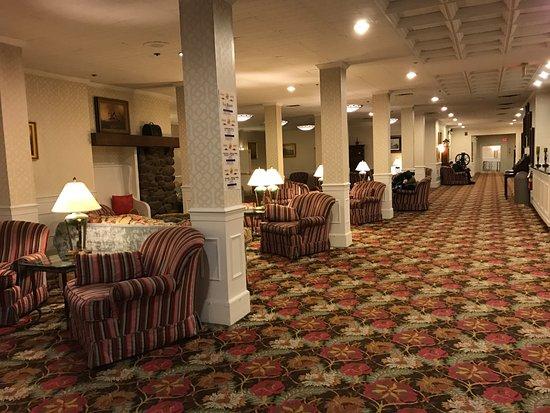 Pocono Manor Resort & Spa: Lobby