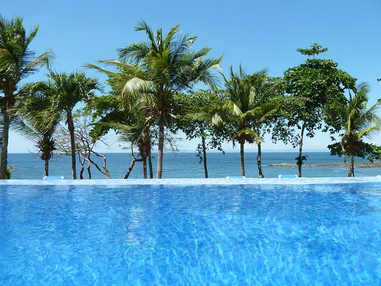 Bahia Pez Vela Resort: This is the pool closest to the beach, right next to Picante Restaurant.