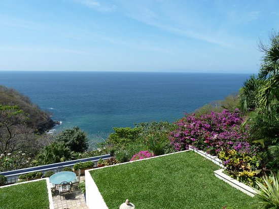 Bahia Pez Vela Resort: View from upstairs balcony.