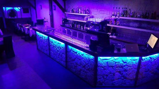 Mery sur Oise, Frankrike: Voici le bar du Restaurant le Deaps