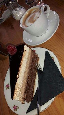 Bad Vilbel, Germany: Kaffee und Kuchengedeck