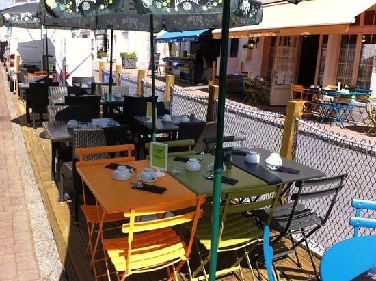 Crêperie d'Antan: terrasse ensoleillée