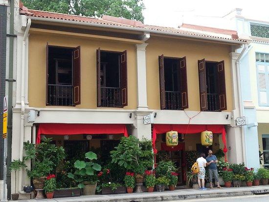 In direkter Nachbarschaft zum Peranakan-Museum - Picture of True ...