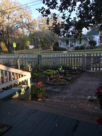 White Springs, FL: View of Spring Street from front porch