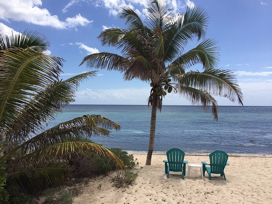 Bodden Town, Grand Cayman: Yes, it really looks like this.