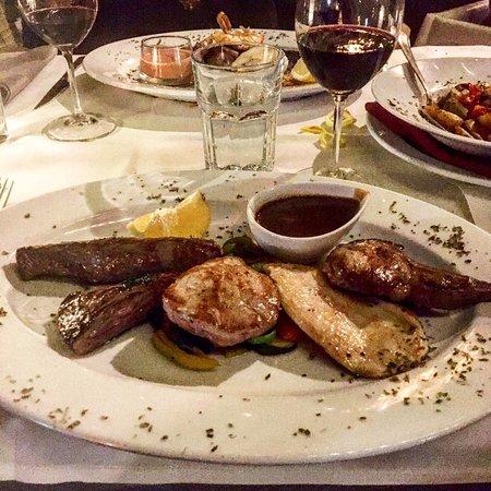Triibhuus: Parrillada de Carne (Fleischplatte vom Grill)