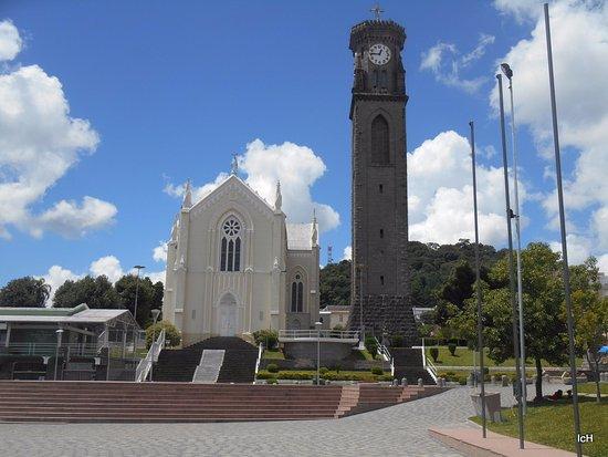 Igreja Matriz Nossa Senhora de Lourdes e Campanario de Pedra