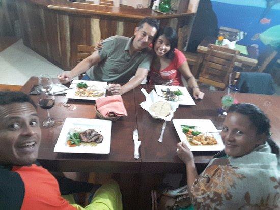 Turtle Bay Cafe: Del Tour a la mesa, excelente comida.