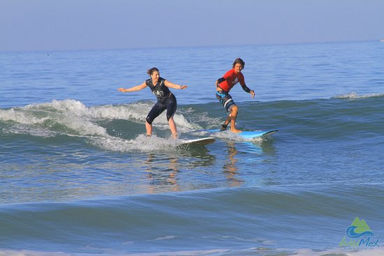 WildMex: My great surf teacher & me after one week there :)