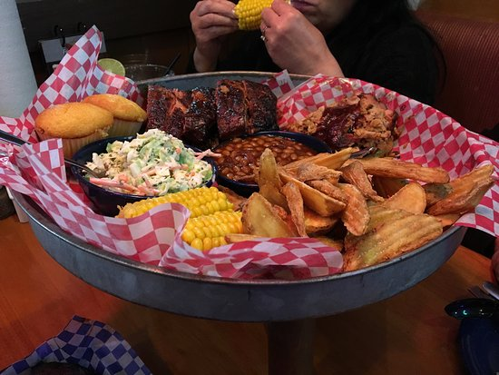 Famous Dave's: photo1.jpg