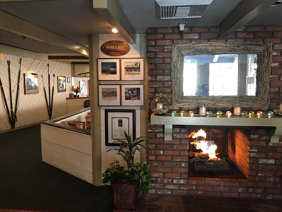 Harpoon Henry's Seafood Restaurant: Great vibe and food