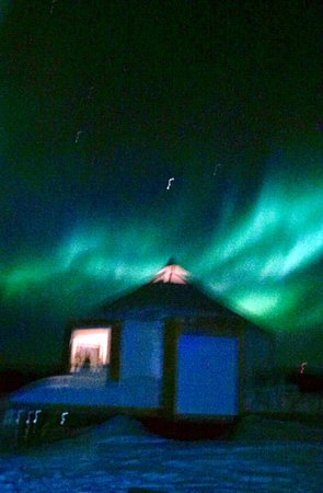 1st Alaska Tours : one of the yurts under a beautiful light show