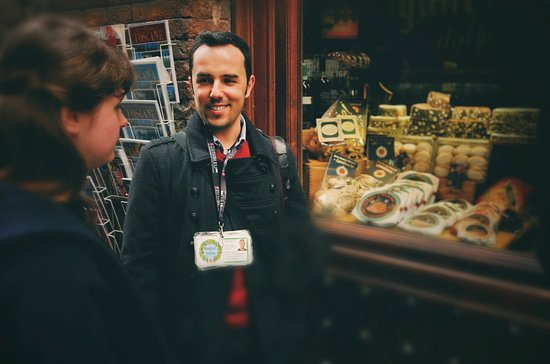 Showing to tourists the sienese specialities