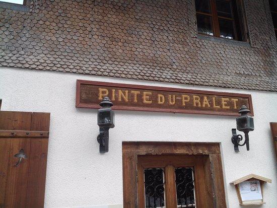 La Gruyère, Suisse : Facade du restaurant