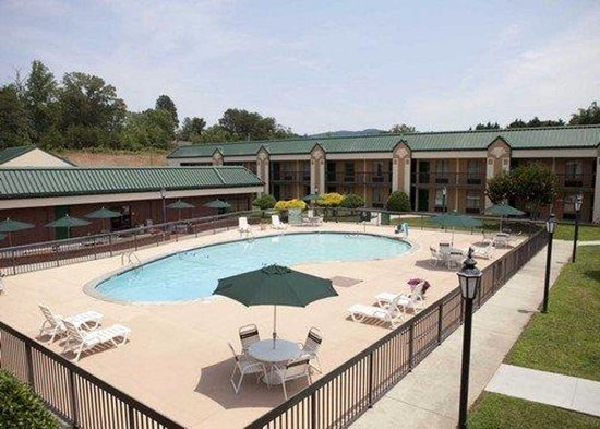 Quality Inn Morganton: Clean and Large Pool