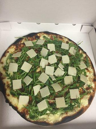 Saint-Laurent-des-Arbres, France : Une touche de pizza