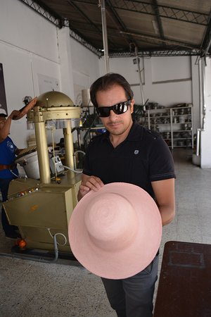 Homero Ortega: Hat shaping and dyeing