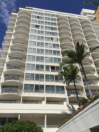Ilikai Hotel & Luxury Suites: photo2.jpg