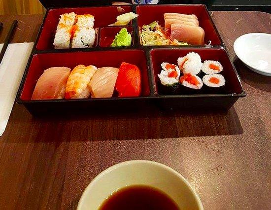 Mizu Japanese Restaurant: sushi box