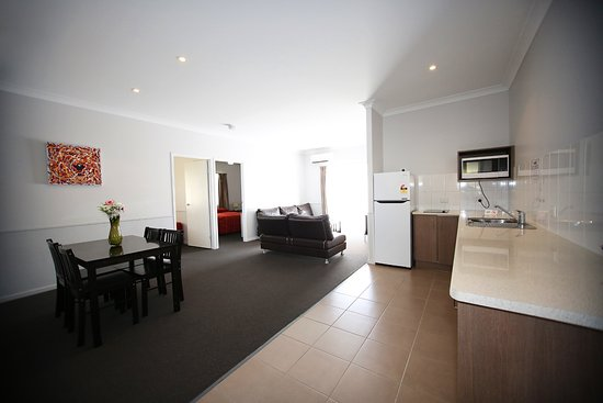 Roma, Australia: The Two bedroom apartment living area