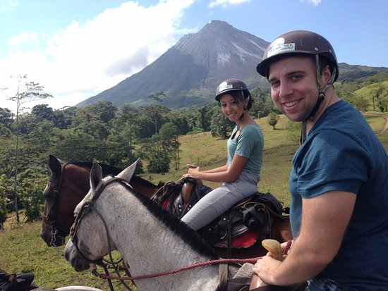 Cabalgata Don Tobias: Halfway through our hike! Beautiful view of Volcan Arenal.