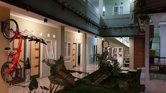 Pondok Lazuardi dengan 3 kamar dan pepohonan rindang