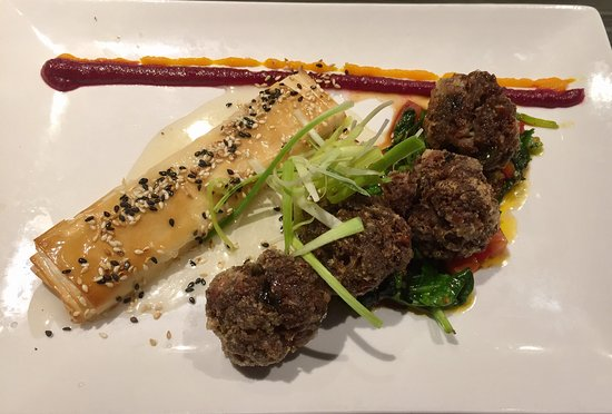 Memories Fine Dining: Meat balls and Baked Greek Feta