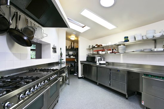Kanimbla View - The Clifftop Retreat: Commercial Kitchen in Lodge