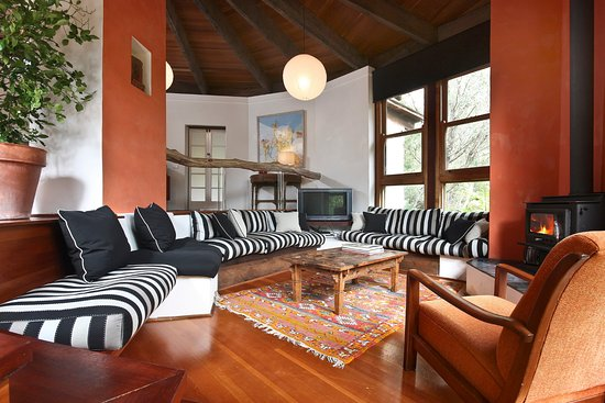 Blackheath, Australien: Living Area Lodge available to groups booking Relaxed Package