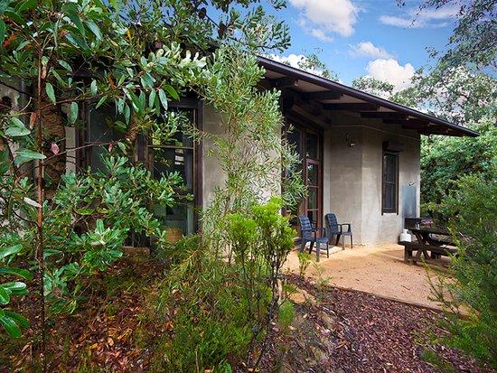 Blackheath, Australien: Banksia Cottage 3 bedrooms, dining/kitchen, living area, outdoor terrace