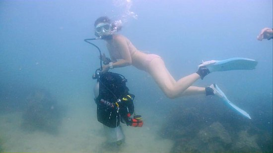 female scrub diver naked