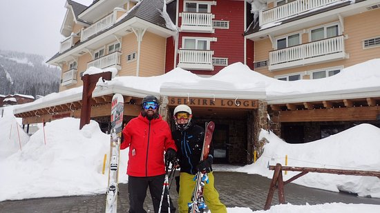 Schweitzer Mountain Resort Lodging: Outside the main entry