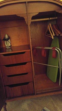 Boscawen Inn: Cute lil wardrobe in bedroom