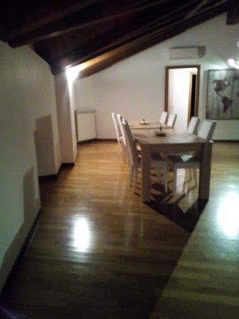 sala da pranzo (e soggiorno) in comune - Foto di Donizetti Royal ...