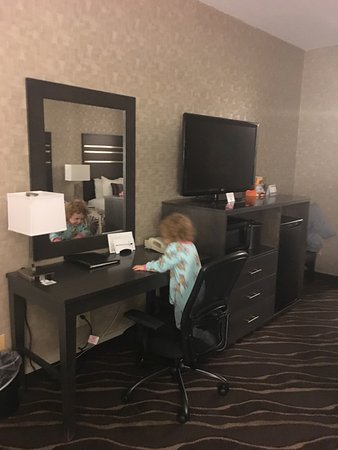 Best Western Plus Park Place Inn - Mini Suites : Newly remodeled rooms, we were extremely pleased- comfy and clean