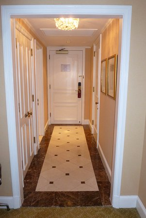 Hotel Plaza Athenee New York: Room 417