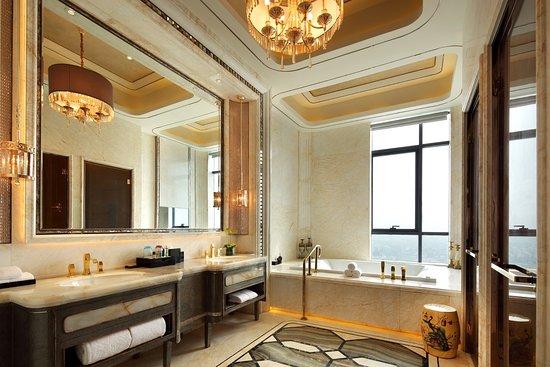 Fuyang, China: 总统套房浴室
