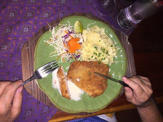 Hin Lek Fai Restaurant: Wienerschnitzel vom Feinsten