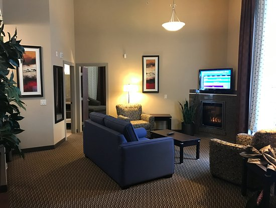 Comfort Suites Kelowna: Honeymoon Suite Main Area