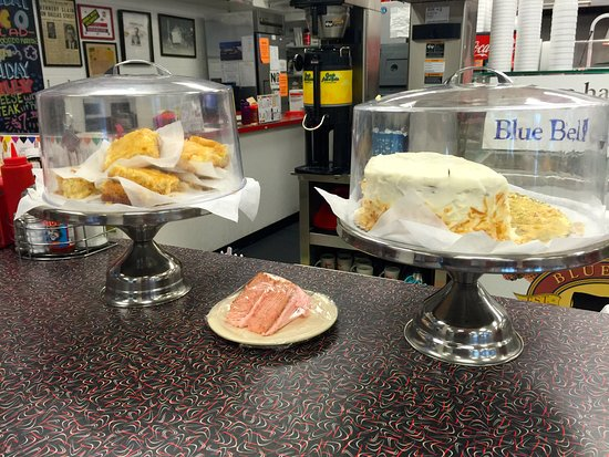 Big State Fountain Grill: Amazing cake and pie selection.