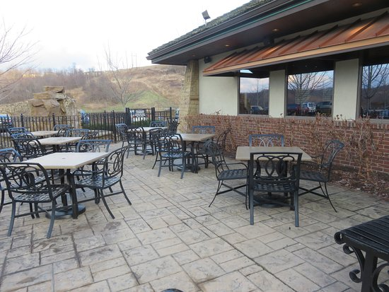 Cheddar's: Outside seating for nice weather dining